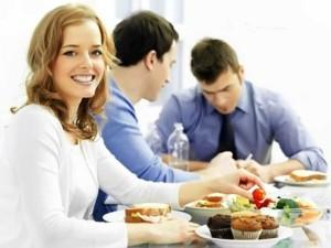 dostavka-obedov-800x600.jpg.pagespeed.ce_.pGsrc-xmKp-300x225 Хотите пообедать хорошо и недорого прямо на работе?