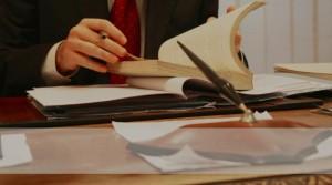 advokat-15-2-300x167 Частный адвокат: к кому обратиться потерпевшей стороне?