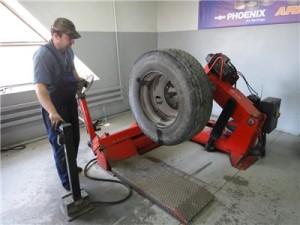 326f7dc9e9e4-300x225 Нужна резина для грузовых автомобилей?