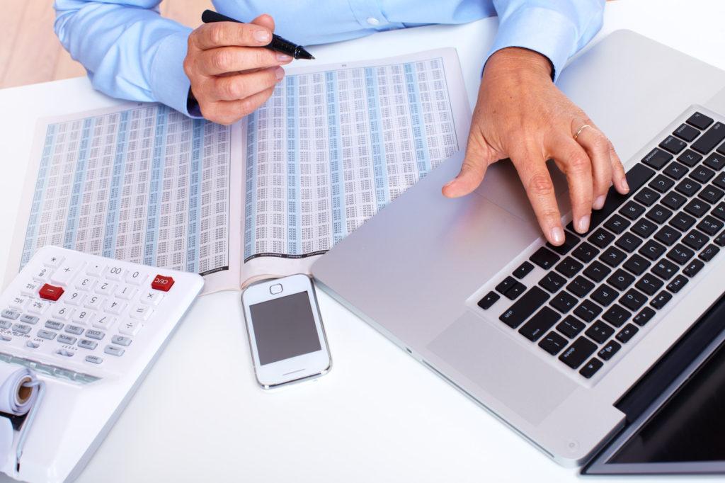 small-business-bookkeeping-1024x682 Как и где получить помощь в сопровождении бизнеса