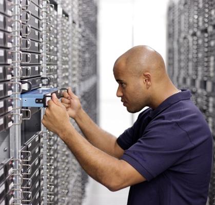 STRATO Mitarbeiter Server-Wartung
